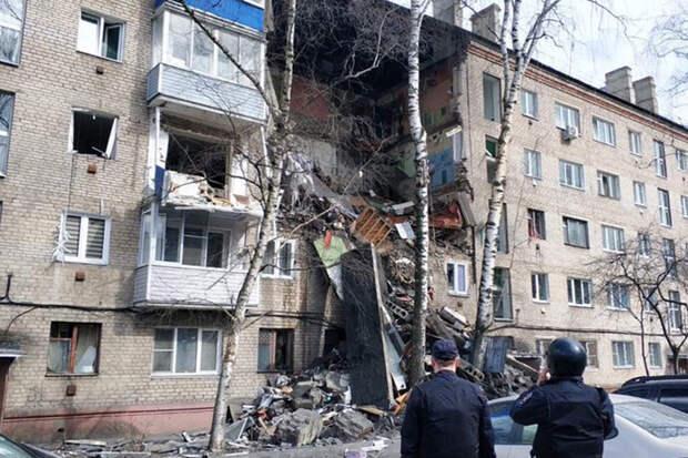 Взрыв обрушил подъезд многоэтажки в Орехово-Зуево