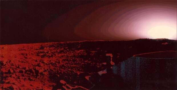 1976. «Викинг» на Марсе. Первый закат, наблюдаемый с поверхности планеты. 20 августа