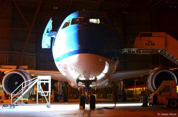 """""""Распаковываем"""" новый самолет компании KLM"""