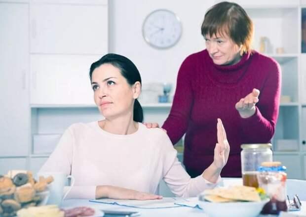 Дочь уволила няню, заявив матери: «Ну ты же дома сидишь!»