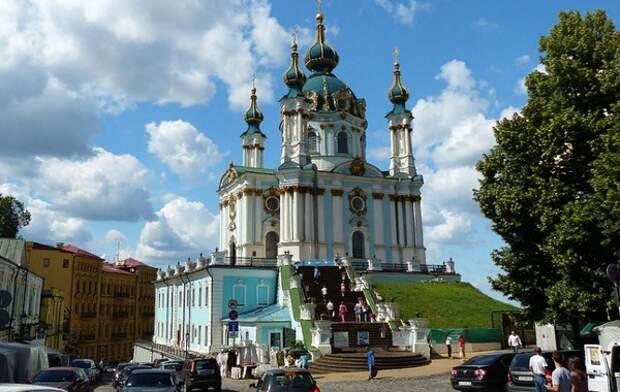 Киевская полиция задержала подозреваемого в поджоге Андреевской церкви