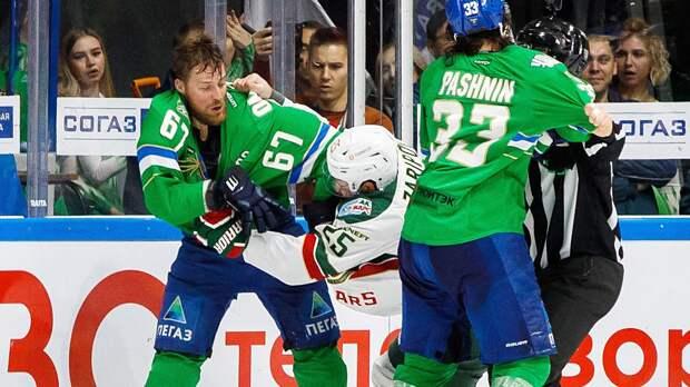 Легендарная драка российского хоккеиста Зарипова. Он избил шведа Умарка, впервые в карьере сбросив перчатки: видео