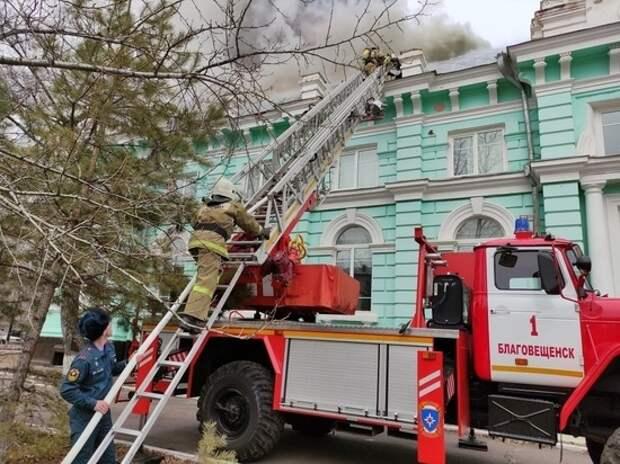 Врачи кардиоцентра в Благовещенске продолжили операцию, несмотря на пожар
