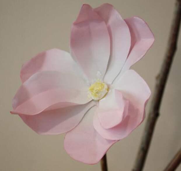 Цветок из вощеной бумаги