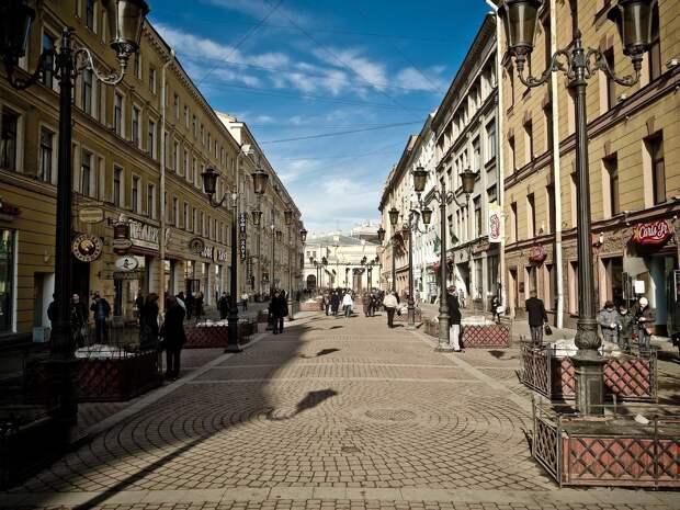 Индексация пособий, соцсети без мата, новые чеки: как изменится жизнь россиян 1 февраля
