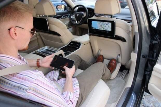 Трехмерная система кругового обзора великолепна. Впрочем, технология не новая – похожая функция используется на Volkswagen Passat B8.