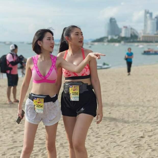 Две участницы из Китая (понял это по голосу)