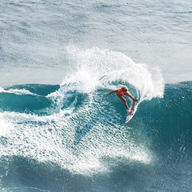 Никогда не сдавайся: История однорукой серфингистки покорившей мир
