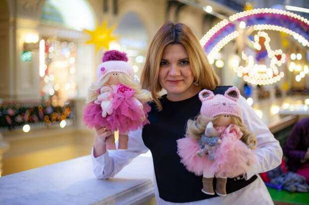 Анна Ломия со своими куклами / Фото из личного архива