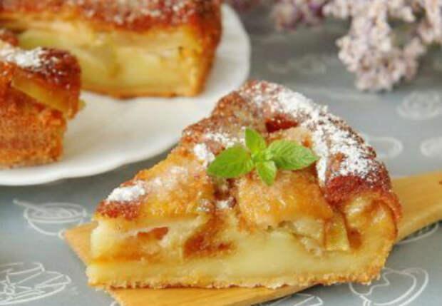 Тесто само превращается в крем: пирог с яблоками и грушами