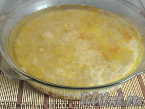 Рис залить горячей водой на 1,5-2 см выше уровня риса.