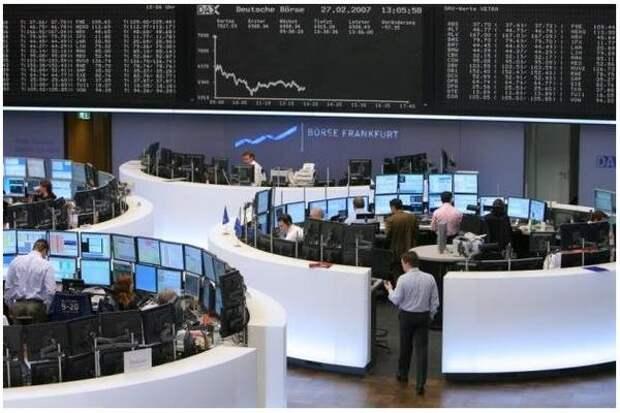 Биржи Европы закрылись снижением на опасениях за восстановление экономики