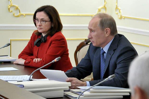 Председатель Центрального банка РФ Эльвира Набиуллина и президент России Владимир Путин