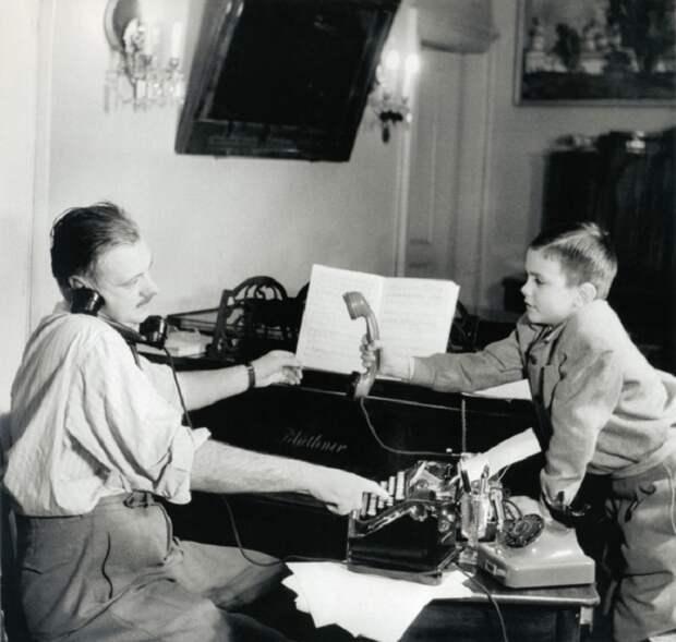 Сергей Михалков и его сын Никита, 1952 год.