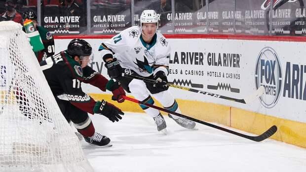Молодой русский защитник ворвался в НХЛ и получает по 20 минут за матч. Кныжов играет с олимпийским чемпионом Сочи