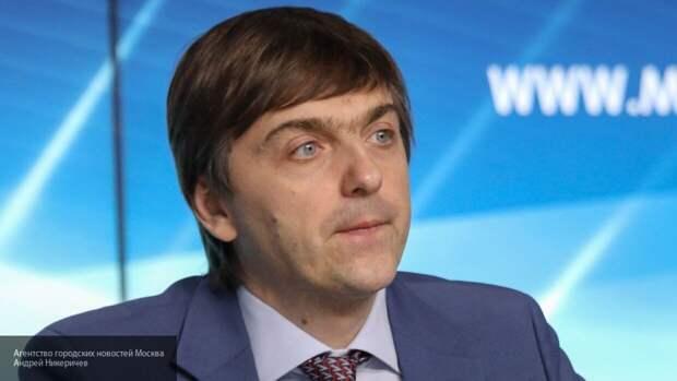 Кравцов заявил, что в школах РФ контролируют ситуацию с COVID-19