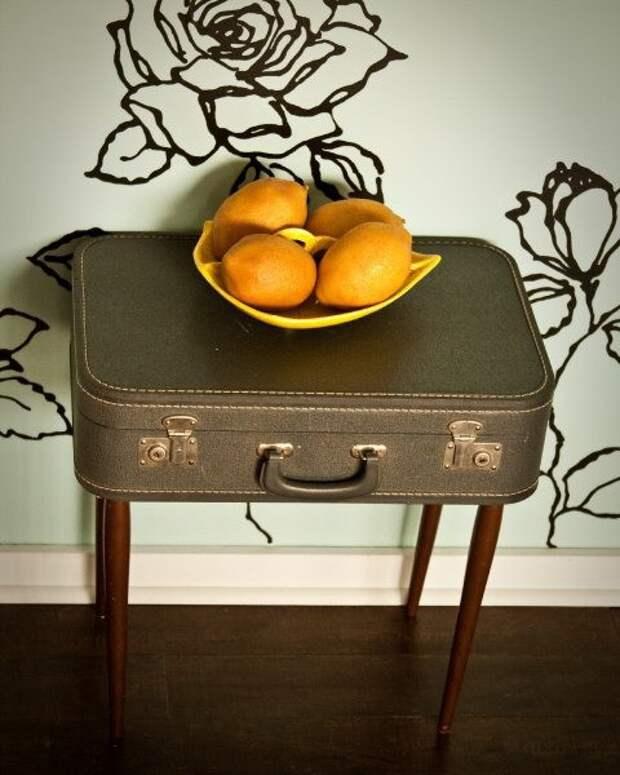 Как сделать стол из чемодана