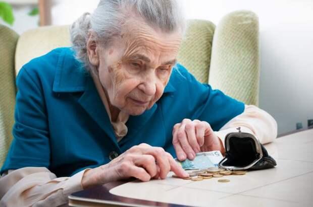 Пенсионеры часто оказываются жертвами мошенников.