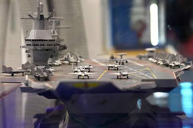 Макет авианосца проекта 23000Э «Шторм». kp.ru - «Авианосные» планы России | Warspot.ru