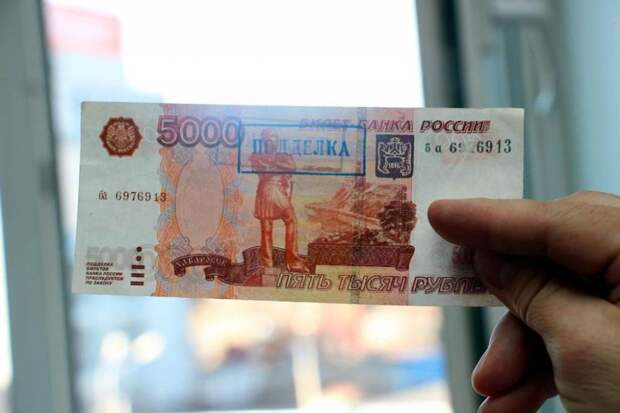 Житель Торжка расплачивался в магазине фальшивыми купюрами