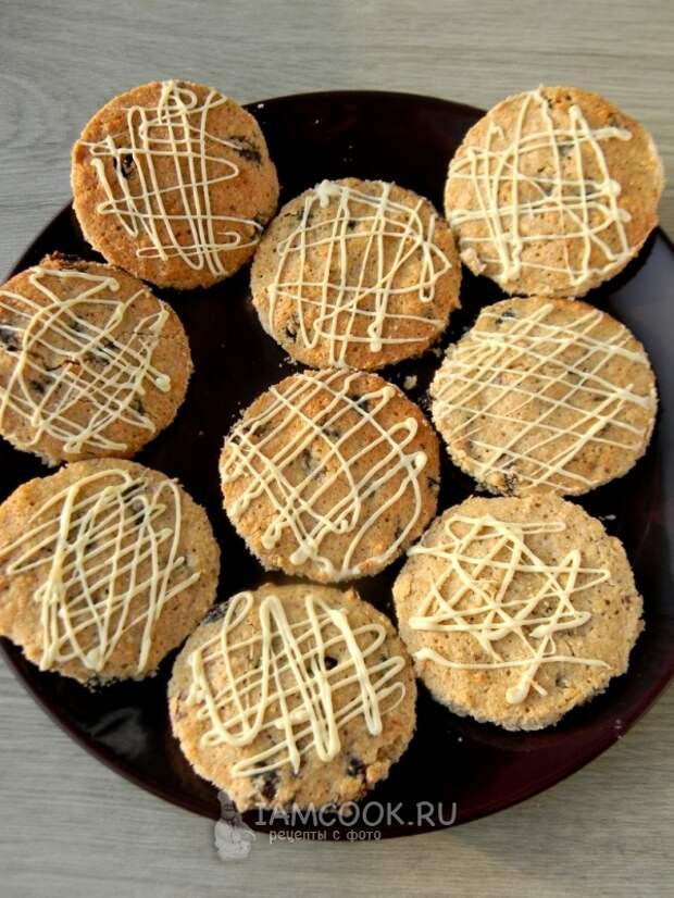 Овсяное печенье с изюмом и белым шоколадом