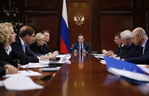 PM Medvedev holds meeting on implementation of 2016 federal budget