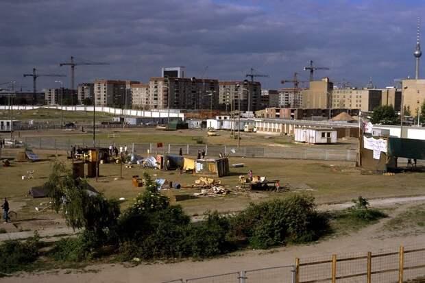1990 Potsdamer Platz.jpg