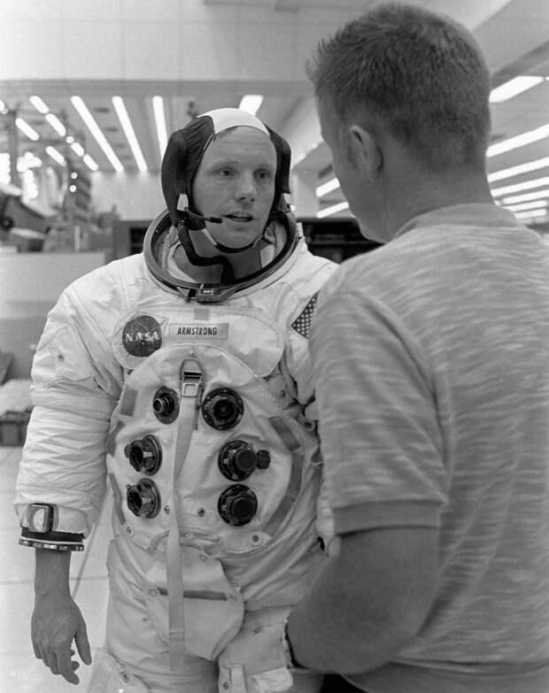 1969. Нил Армстронг в перерыве между тренировками