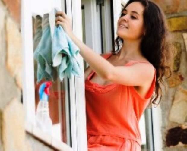 Идеальное знакомство. Валя мыла окно, высунувшись на улицу, а Огурцов на нее и засмотрелся...