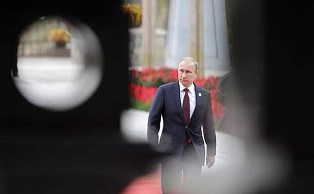 «Ведомости» изучили факты из интервью с обвинениями в адрес Путина