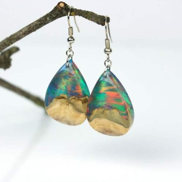 Ювелирные украшения из дерева, смолы и синтетического опала