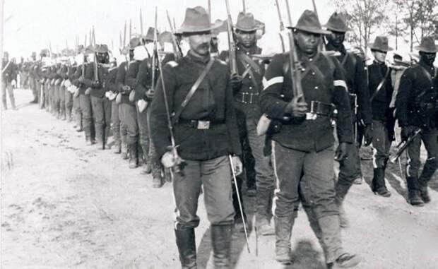 На фото: войска 24-й пехоты США на Кубе во время Испанско-американской войны. 1898 - Куба, Испания