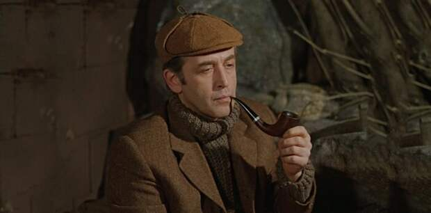 Вопреки собственным утверждениям, Холмс очень эрудирован в области искусств.