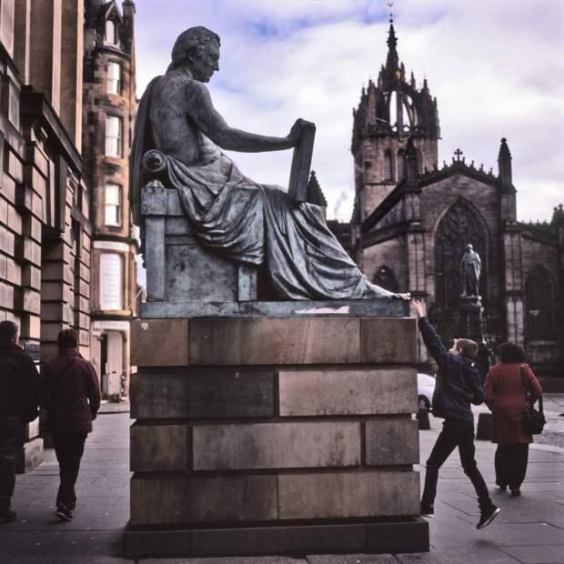 Памятник шотландскому философу Дэвиду Юму