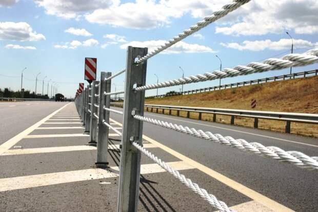 На региональных дорогах Удмуртии в 2022 году продолжат устанавливать тросовые ограждения