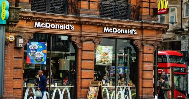 McDonald's рекламируется смехом и не намерен отказываться от бургеров