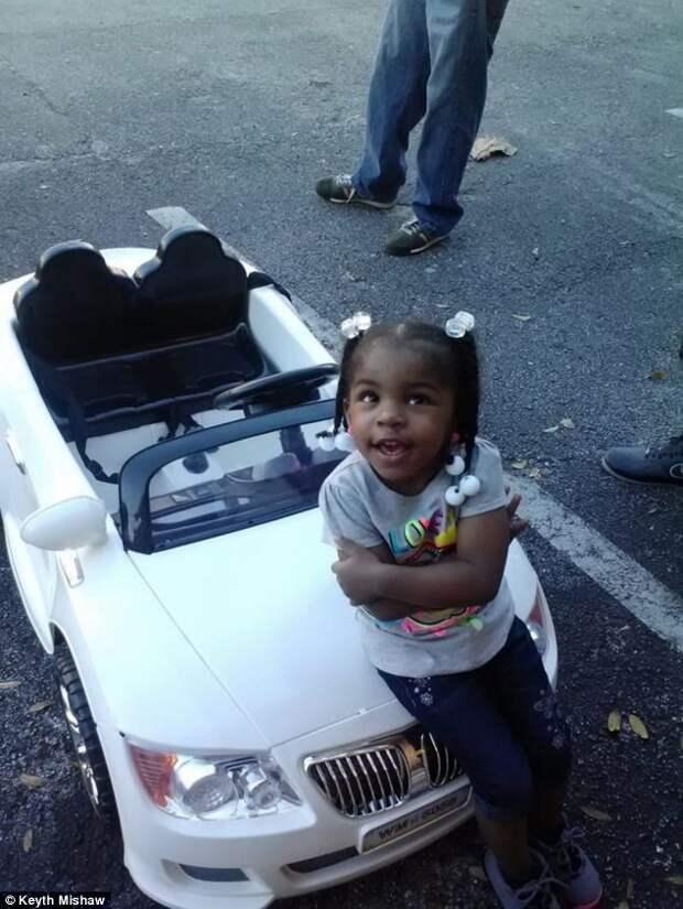 В США оштрафовали ребенка за вождение детского автомобиля (3)