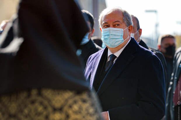 COVID-19 у президента Армении протекает в тяжёлой форме