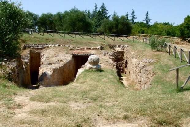 Этрусские гробницы Квадрига инфернале Сартеано (город Сартеано)