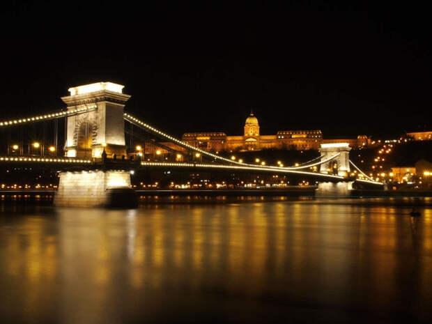 Цепной мост ночью