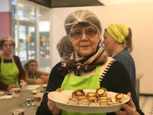 Для пенсионеров из Марьиной рощи организовали кулинарное шоу