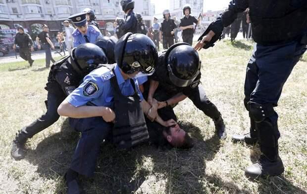 Кличко намерен жестко наказать сорвавших гей-парад в Киеве