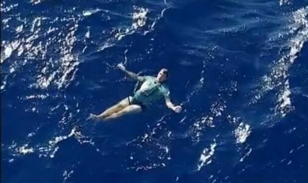 Мюрке пробыл в море 3,5 часа, пока его не заметил спасательный вертолет джинсы, истории, море, новая зеландия, спасательный жилет, спасение, турист, яхта