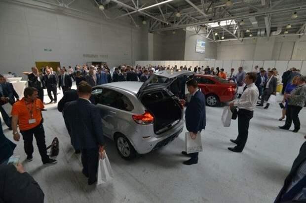 АВТОВАЗ показал дилерам Lada Vesta и XRAY в серийном виде