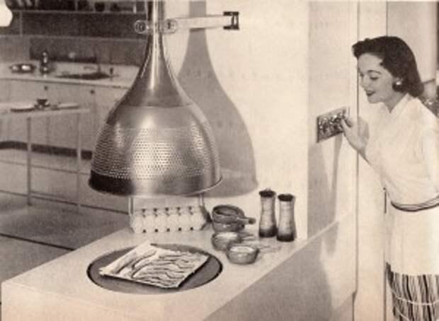 Одна из первых микроволновых печей в США. Ее использовали в солдатских столовых для разморозки продуктов