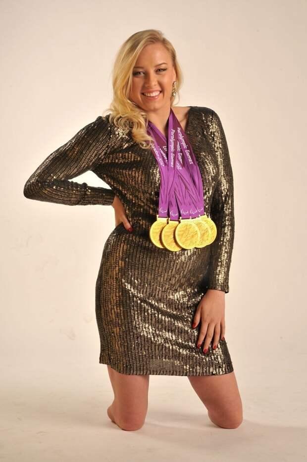 Джессика Лонг — паралимпийская американская пловчиха русского происхождения. Многократная чемпионка паралимпиад, чемпионатов мира, рекордсменка мира среди спортсменов без ног женщины, жизнь, инвалидность, сила воли