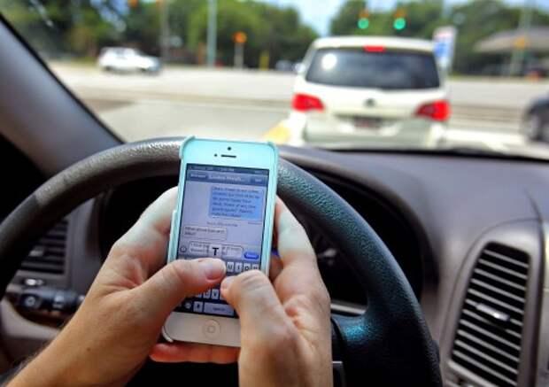 Набор текстового сообщения за рулем
