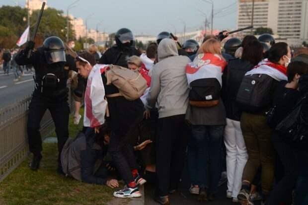 Политолог Рар заявил о вероятности революции в Белоруссии при Байдене