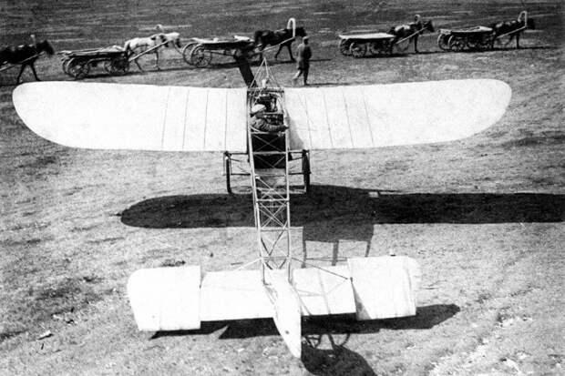 Лётчик-испытатель Россинский во время испытаний новой модели самолета на Ходынском поле, 1910 год. история, ретро, фото, это интересно