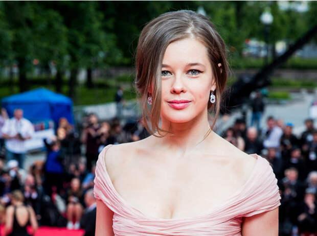 Сплошная вульгарность: Катя Шпица шокировала «Кинотавр» «обнаженным» нарядом